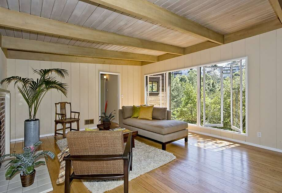 15 Echo Lane Photo: Highland Partners, Better Homes & Gardens