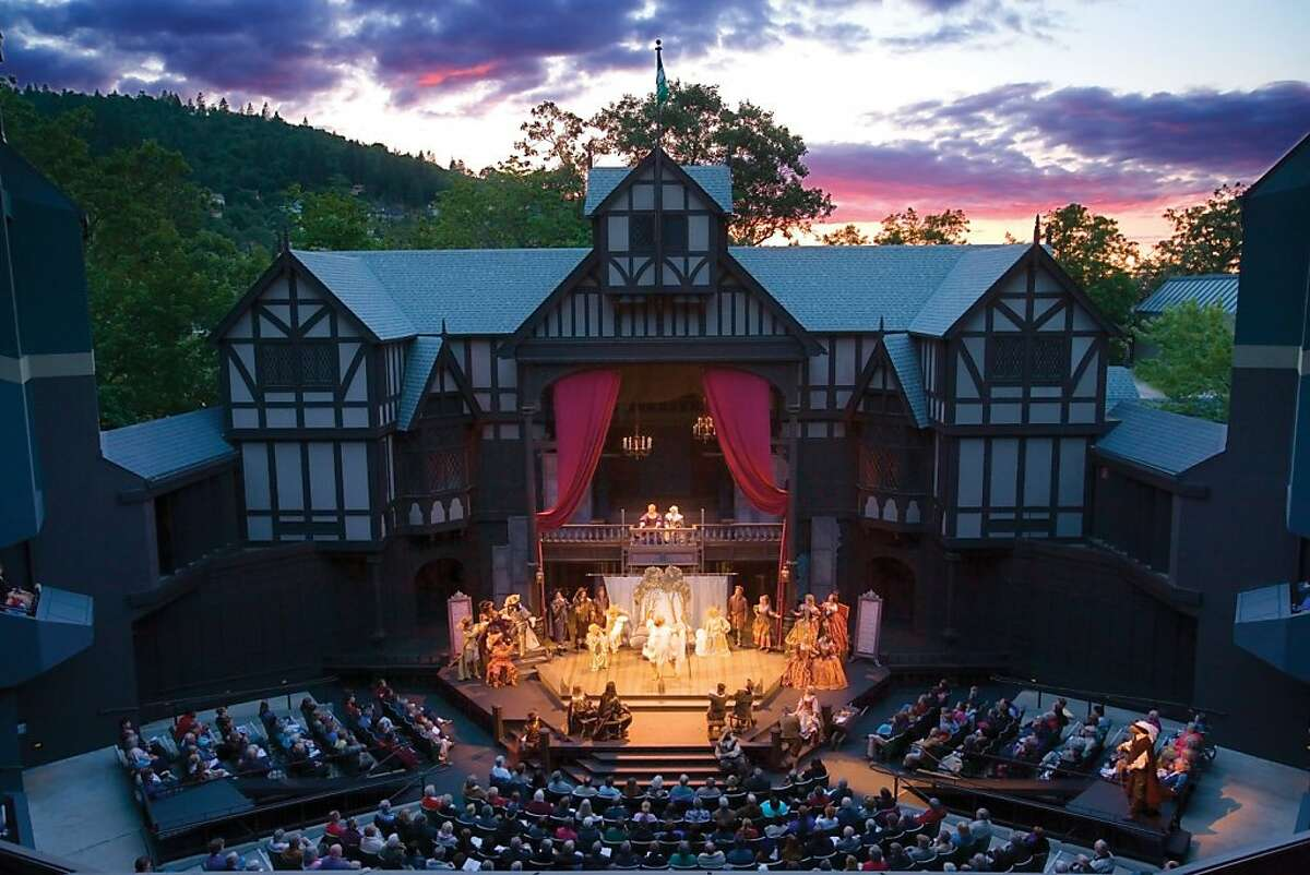 Open to the sky, the Oregon Shakespeare Festival's outdoor Elizabethan Stage seats 1,200 people.