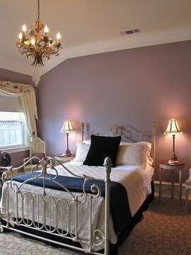 Abbey House Inn's De Winters room
