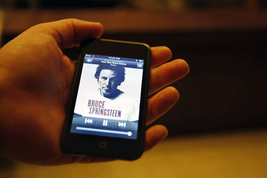 ipod touch Photo: Deanne Fitzmaurice, The Chronicle