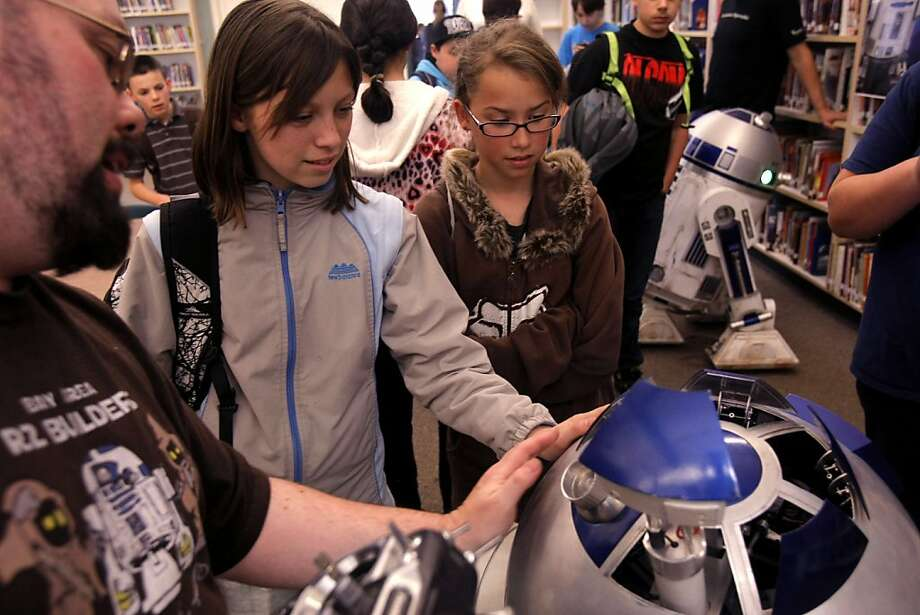Chris James (left) explains the material he used to build his R2-D2 droid to students of River Charter School. Members of R2SF, a Bay Area group of the global R2-D2 Builders Club talked to students of River Charter School about what it takes to build their droids and motivates them in Napa on March 11, 2011. Photo: Thomas Levinson, The Chronicle