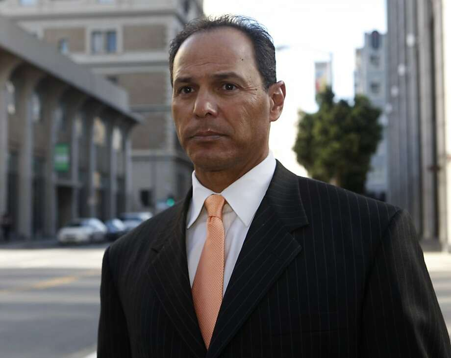 Former Oakland Athletics player Randy Velarde leaves the Phillip Burton Federal Building after testifying in the Barry Bonds perjury trial in San Francisco, Calif. on Wednesday, March 30, 2011. Photo: Paul Chinn, The Chronicle