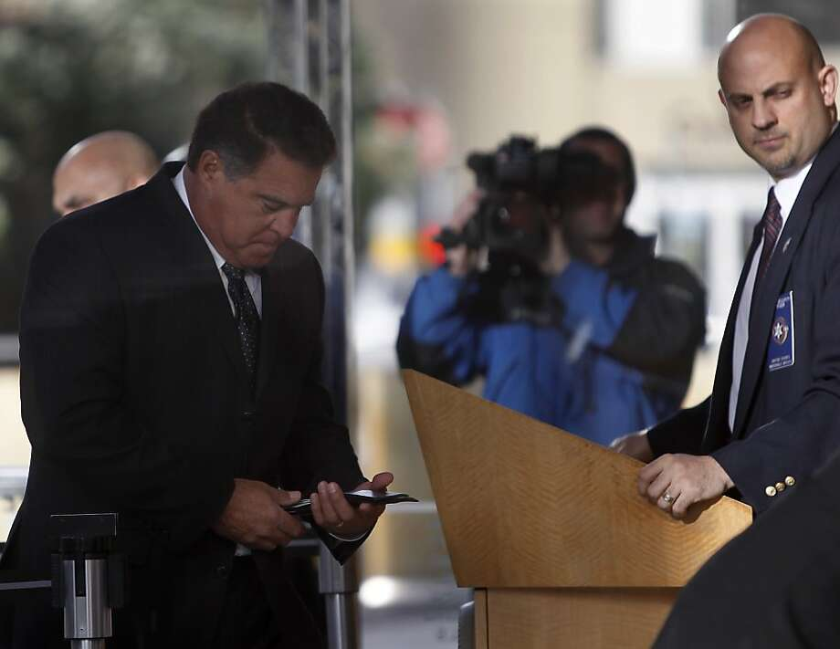Former San Francisco Giants trainer Stan Conte (left) goes through security screening at the Phillip Burton Federal Building where he was scheduled to testify in the Barry Bonds perjury trial in San Francisco, Calif. on Tuesday, March 29, 2011. Photo: Paul Chinn, The Chronicle