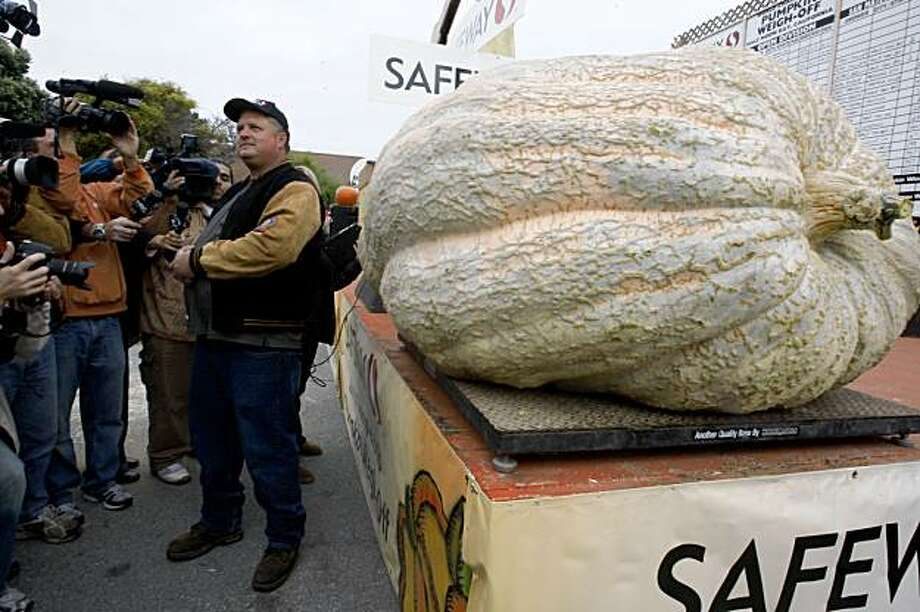 The heaviest pumpkin at the 36th Annual Safeway World Championship Pumpkin Weigh-Off in Half Moon Bay on Monday weighed in at 1,658 pounds. It was grown Des Moine, Iowa, by Don Young .The heaviest pumpkin weighing in at 1658 lbs, from DesMoine, Iowa, grown by Don Young at the 36th Annual Safeway World Championship Pumpkin Weigh-Off in Half Moon Bay, Calif., on Monday, October 12, 2009.    Ran on: 10-13-2009 Don Young of Des Moines, Iowa, stands next to his 1,658-pound pumpkin in Half Moon Bay.   MANDATORY CREDIT FOR PHOTOG AND SF CHRONICLE/NO SALES-MAGS OUT-INTERNET OUT-TV OUT Photo: Liz Hafalia, The Chronicle