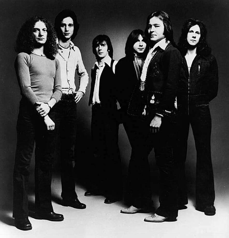 Promotional studio portrait of American rock group Foreigner, 1977. (L-R): Lou Gramm, Ian McDonald, Al Greenwood, Mick Jones, Dennis Elliot.. Photo: Hulton Archive