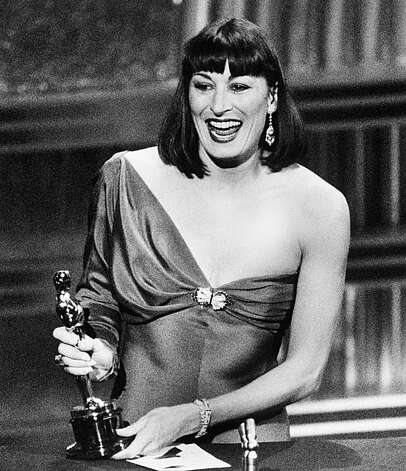 "Anjelica Huston accepts Oscar for best supporting actress for her role in ""Prizzi's Honor"" at Academy Awards ceremony on March 24, 1986 in Los Angeles at night. (AP Photo/Reed Saxxon) Photo: Reed Saxxon"