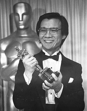 "Cambodian refugee Haing S. Ngor, winner of the Best Supporting Actor catagory for his role in ""The Killing Fields"",  holds high his Oscar backstage at the 57th annual Academy Awards presentations Monday, March 26, 1985.  (AP Photo)"