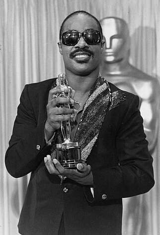 "Stevie Wonder poses with his Oscar statuette backstage at the Dorothy Chandler Pavilion in Los Angeles, Ca., Monday night, March 25, 1985.  Wonder is honored by the Academy of Motion Pictures Arts and Sciences for best original song, ""I Just Called to Say I Love You.""  (AP Photo)"