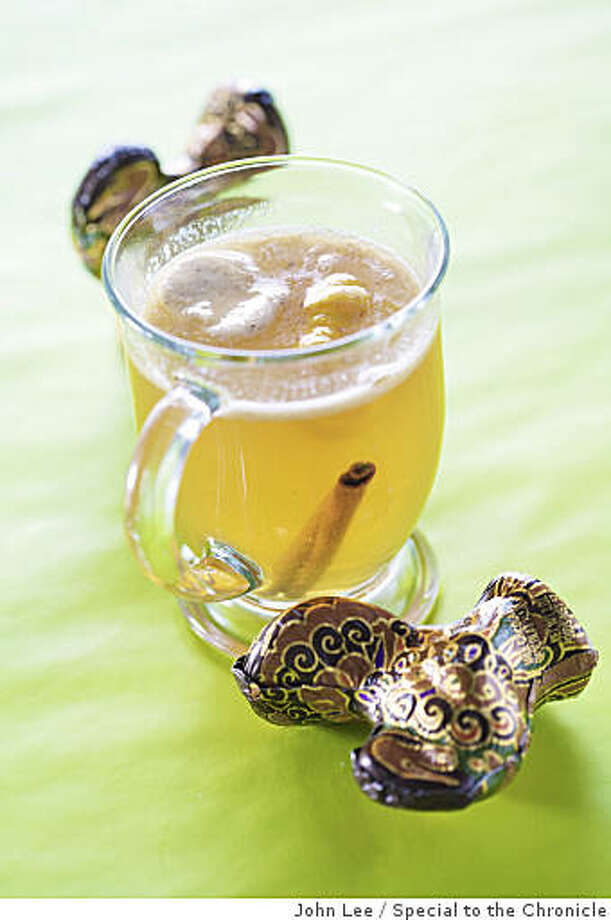 HOLIDAYSPIRITS07_12_JOHNLEE.JPG Hot Winter Cider. By JOHN LEE/SPECIAL TO THE CHRONICLE Photo: John Lee, Special To The Chronicle