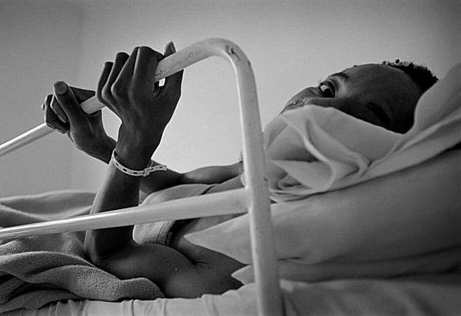 Peter, an ill patient. S. Africa 2008. Photo: Jonnek Jonneksson, Photo Philanthropy