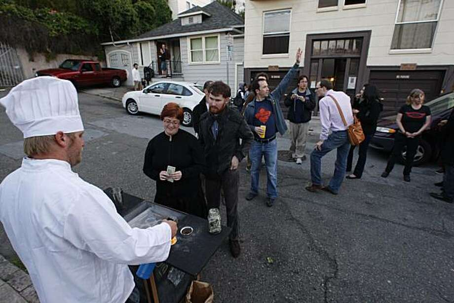 Food seekers line up for the Creme Brulee man in the Mission District  in San Francisco, Calif., on Friday, May 15, 2009. Photo: Liz Hafalia, The Chronicle