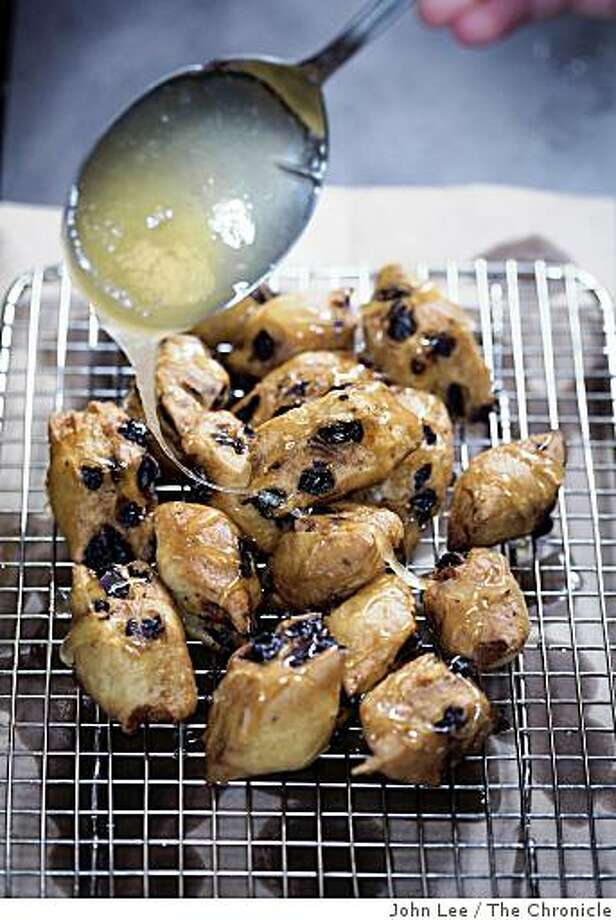 HANUKKAH17_FRITTERS_06_JOHNLEE.JPG Hanukkah fritters. By JOHN LEE/SPECIAL TO THE CHRONICLE Photo: John Lee, The Chronicle
