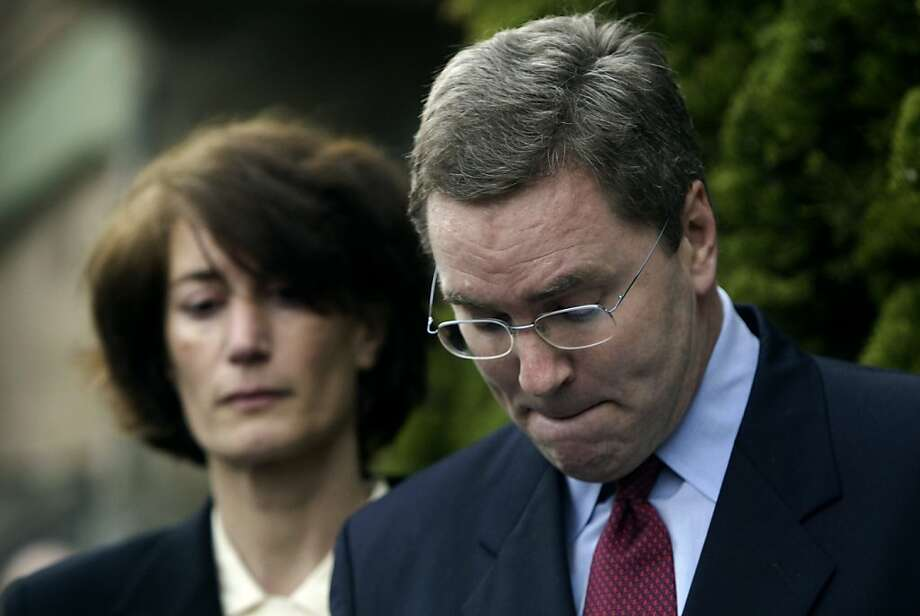 Secretary of State of California, Kevin Shelley, with his wife, Dominique next to him, grimaced as he resigned from office at a press conference in front of his home in Diamond Heights. Event on 2/4/05 in San Francisco. Photo: Darryl Bush, The Chronicle