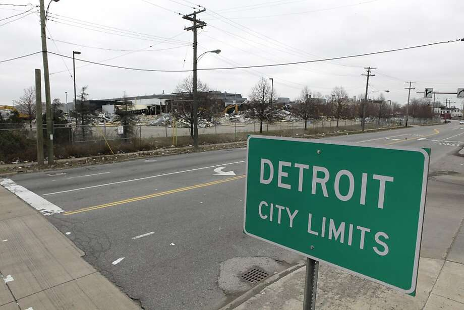 A street sign showing Detroit's city limits is shown near where a former Chrysler McGraw glass plant was torn down along Ford Road in Detroit, Tuesday, March 22, 2011. Hammered by the automobile industry's decline, Detroit's population plummeted 25 percent over the past decade amid an economic downturn so severe that Michigan was the only state that failed to gain residents, according to 2010 Census data released Tuesday. Photo: Paul Sancya, AP