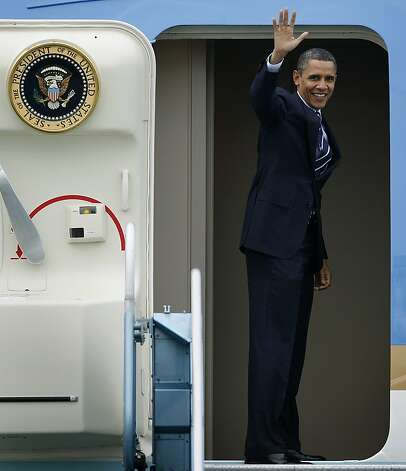 President Obama waves from Air Force One at San Francisco International Airport, on Friday, Feb. 18, 2011, as he departs to Oregon after attending a dinner with leaders in the tech industry Thursday night. Photo: Paul Chinn, The Chronicle