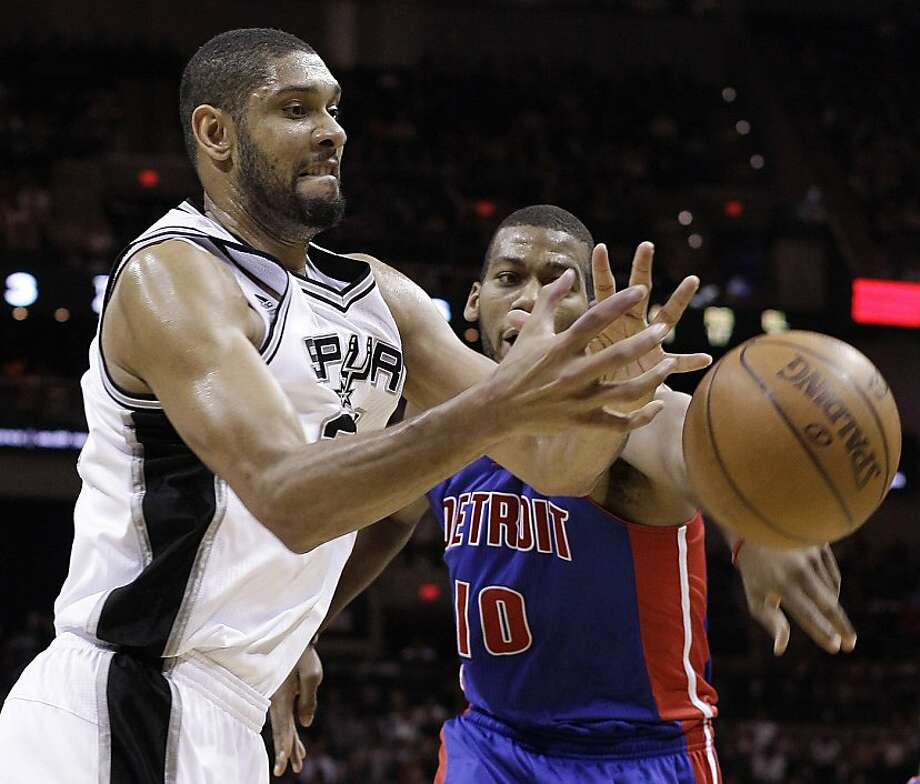 San Antonio Spurs' Tim Duncan, left, and  Detroit Pistons' Greg Monroe, right, scramble for a rebound during the third quarter of an NBA basketball game, Wednesday, March 9, 2011 in San Antonio. San Antonio won 111-104. Photo: Eric Gay, AP