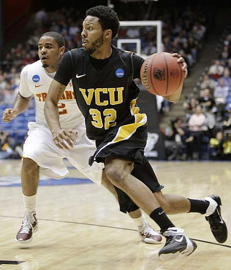 Virginia Commonwealth guard Brandon Rozzell (32) drives past Southern California guard Jio Fontan in the first half of a first-round NCAA college basketball tournament game Wednesday, March 16, 2011, in Dayton, Ohio. Photo: AP