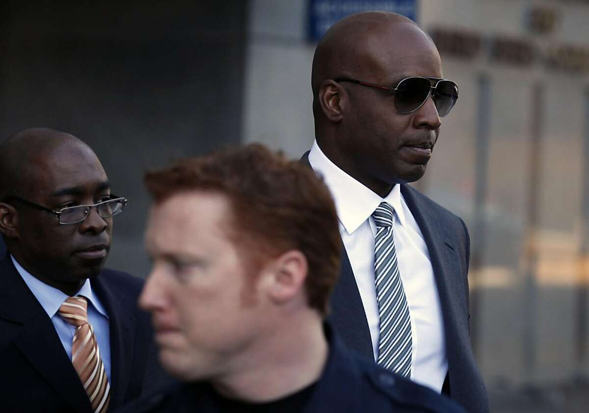 Barry Bonds right, appear in Federal court Friday, Jan. 21, 2011 in San Francisco trying to get Judge Susan Illston to bar former A's and Yankees star Jason Giambi and five other baseball players from testifying about their steroid use in Bonds' upcoming perjury trial scheduled to start next month.