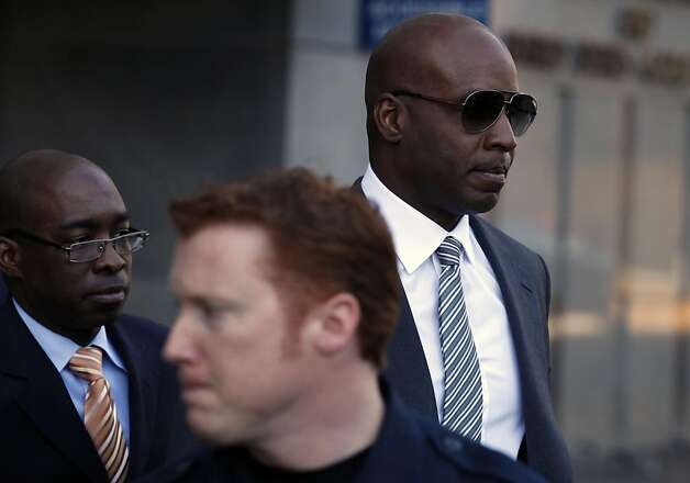 Barry Bonds right, appear in Federal court Friday, Jan. 21, 2011 in San Francisco trying to get Judge Susan Illston to bar former A's and Yankees star Jason Giambi and five other baseball players from testifying about their steroid use in Bonds' upcoming perjury trial scheduled to start next month. Photo: Lance Iversen, The Chronicle