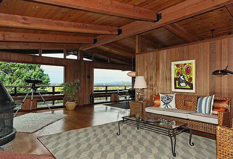 395 Summit Photo: Better Homes And Gardens, Mason-McDuffie Real Estate