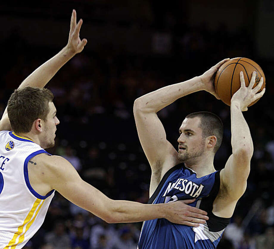 Minnesota Timberwolves' Kevin Love, right, looks to pass away from Golden State Warriors' David Lee during the first half of an NBA basketball game Sunday, March 13, 2011, in Oakland, Calif. Photo: Ben Margot, AP