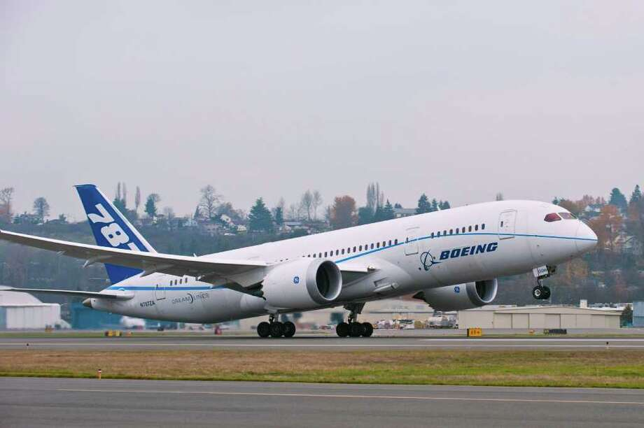 Boeing's sixth 787 Dreamliner, ZA006, takes off for its record-breaking flight on Dec. 6, 2012 from Boeing Field, in Seattle. Photo: Marian Lockhart / Boeing Photographer / Copyright © 2011 Boeing. All Rights Reserved.