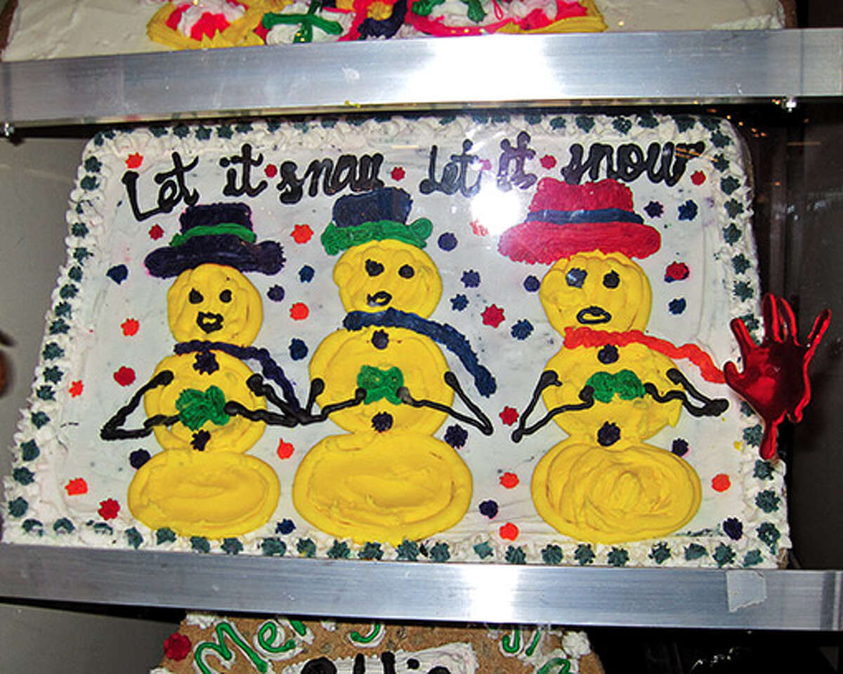 The snowmen on this cake are cute but they're yellow...and you know what they say about yellow snow.