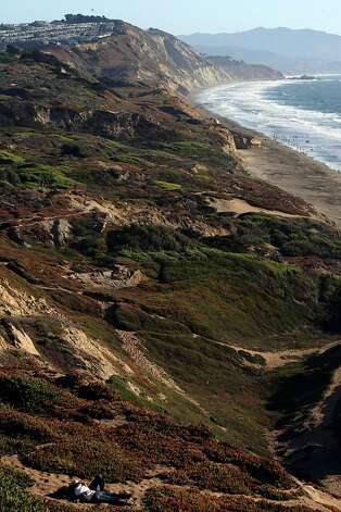 Looking at the dunes at Fort Funston in San Francisco, Calif., on Friday, October 10, 2008. Photo: Liz Hafalia, The Chronicle