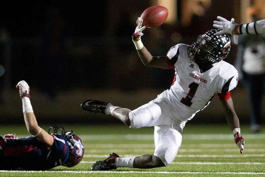 Coldspring running back Sherman Gilbert makes a one-handed catch while falling to the turf during the fourth quarter. Photo: Smiley N. Pool, Houston Chronicle / © 2011  Houston Chronicle