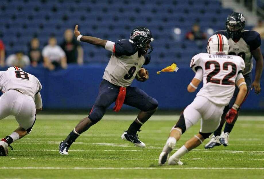 Dawson quarterback Garry Kimble (9) scrambles as a penalty flag is thrown. Photo: Erich Schlegel, Houston Chronicle / ©2011 Erich Schlegel