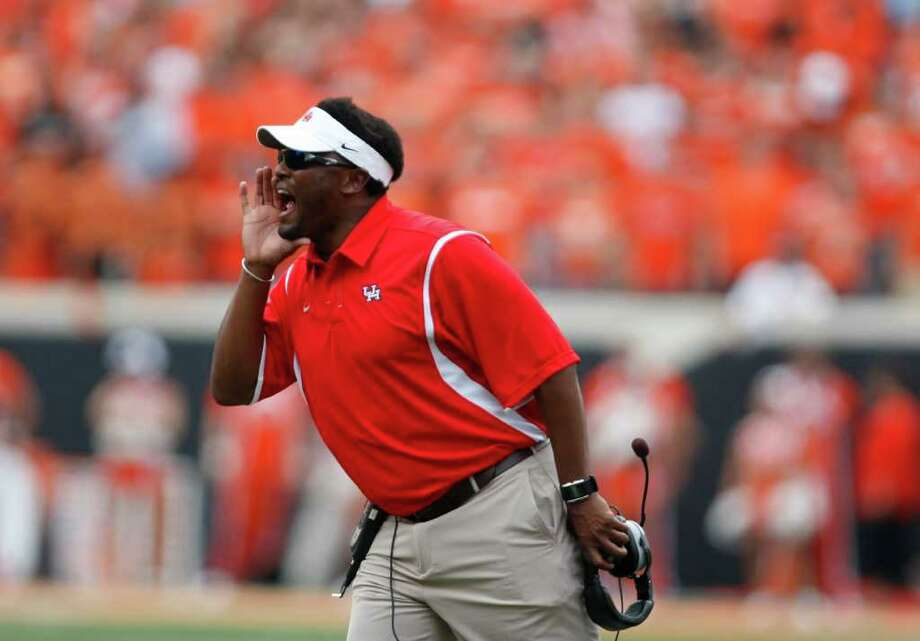 Houston head coach Kevin Sumlin yells instructions to his players in the first quarter of his game agsint Oklahoma State Saturday, Sept. 12, 2009, Boone Pickens Stadium in Stillwater, Oklahoma.  ( Nick de la Torre / Chronicle ) Photo: Nick De La Torre / Houston Chronicle