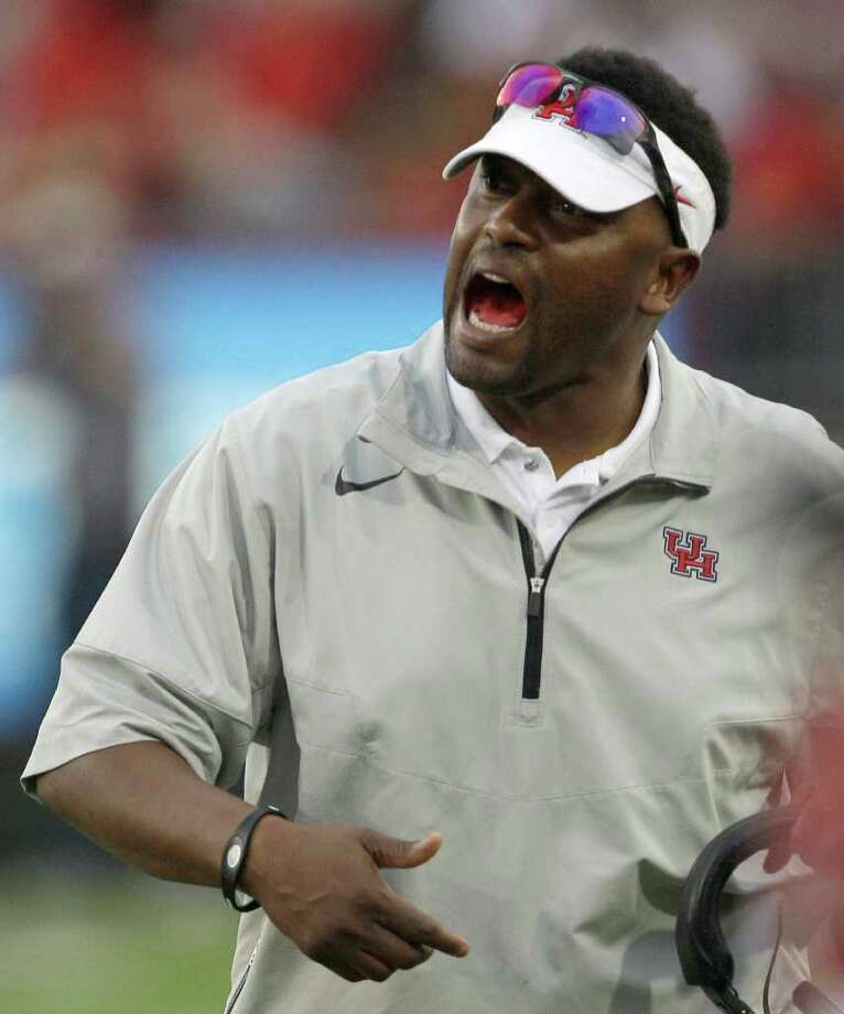 Houston coach Kevin Sumlin yells at his team during the third quarter of an NCAA college football game against SMU, Saturday, Nov. 19, 2011, in Houston. Photo: AP