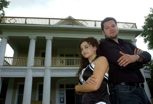 David and Melina Montelongo are being sued by David's brother Armando Montelongo for trademark infringement, damage to business reputation, unfair competition and unjust enrichment. Photo: HELEN L. MONTOYA, SAN ANTONIO EXPRESS-NEWS / SAN ANTONIO EXPRESS-NEWS