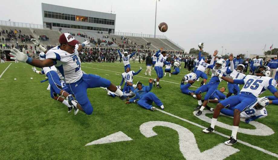 Dekaney running back Trey Williams (3) and wide receiver Richardo Barnett (85) lead the team in a bomb simulation celebration after beating Mansfield Timberview in the UIL 5A Division II semifinals Round Rock, Texas Saturday December 10, 2011. Photo: Erich Schlegel, Houston Chronicle / ©2011 Erich Schlegel