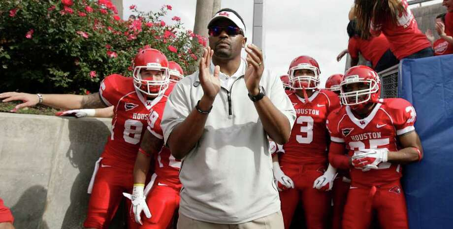NICK de la TORRE: CHRONICLE IN THE BIG TIME: Kevin Sumlin led Houston to a 12-0 record before the Cougars faltered in the Conference USA championship game against Southern Mississippi on Dec. 3 Photo: Nick De La Torre / © 2011  Houston Chronicle