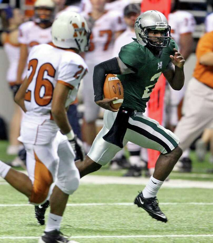Hurricane quarterback Bralon Addison rolls around to the left for a touchdown in the first half. Photo: TOM REEL, SAN ANTONIO EXPRESS-NEWS / © 2011 San Antonio Express-News