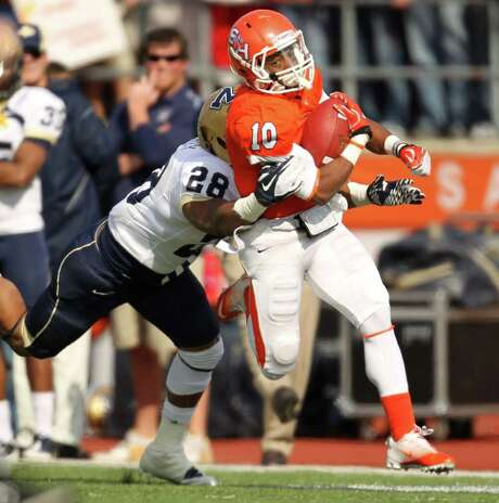 ERIC CHRISTIAN SMITH: FOR THE CHRONICLE SHAKE, RATTLE AND ROLL: Sam Houston State's Torrance Williams (10) shakes off the tackle of Montana State's Steven Bethley en route to a 56-yard scoring run in the third quarter. Photo: Eric Christian Smith