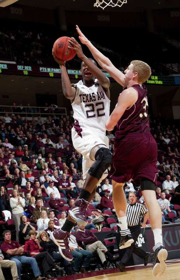 GOAL-ORIENTED: Texas A&M's Khris Middleton (22) drives in for layup against Louisiana-Monroe's Trey Lindsey (35) in the first half of Saturday night's game at College Station. Photo: Bob Levey / FR156786 AP