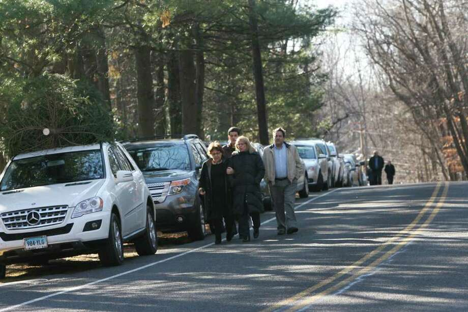 Mourners overflowed the Temple Israel parking lot onto Coleytown Road for the funeral service of Yekutiel Zeevi on Sunday, December 11, 2011. Jeweler Zeevi was shot and killed at his Westport business on Thursday night. Photo: B.K. Angeletti / Connecticut Post