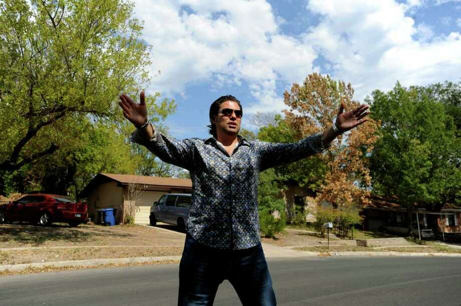 "BILLY CALZADA : SAN ANTONIO EXPRESS-NEWS A&E FAME: Armando Montelongo Jr., who shot to fame as a star of the A&E show Flip This House, takes the wide view of a house in San Antonio. He makes money teaching students his real estate techniques. ""We teach them all sorts of really great things,"" he says. Photo: BILLY CALZADA / gcalzada@express-news.net"