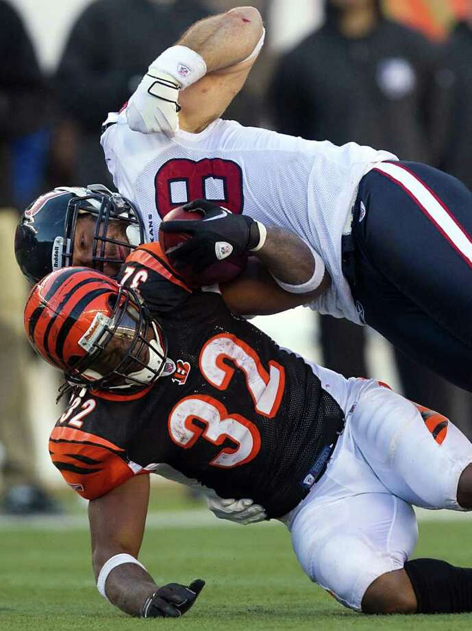 Smiley n. Pool: Chronicle STOPPED COLD: Texans linebacker Connor Barwin (98) tries to strip the ball from Cincinnati's Cedric Benson on a second-half tackle. Photo: Smiley N. Pool / © 2011  Houston Chronicle