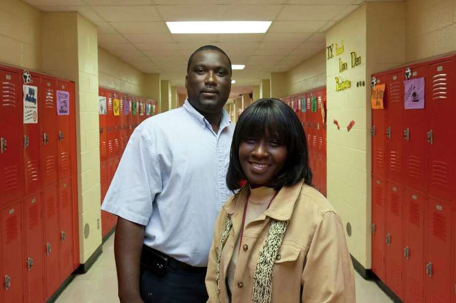 """NATHAN LINDSTROM : FOR THE CHRONICLE LOOKING TO EXPAND: Tammie Baines started the """"Dads in the Lions Den"""" program to get parents and alumni like Marcus Brooks involved in improving Yates High School. Baines started the program on Fridays but hopes to expand it to more days. Photo: Nathan Lindstrom / ©2011 Nathan Lindstrom"""