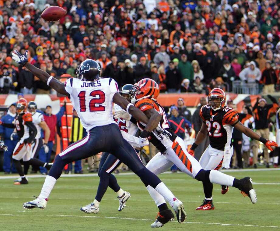 Smiley N. Pool: Chronicle NO SLACK, MAN: Bengals cornerback Adam Jones wraps up the right arm of receiver Jacoby Jones to draw a pass interference penalty in the final minute, setting up the Texans with first-and-goal from the 6. Photo: Smiley N. Pool / © 2011  Houston Chronicle
