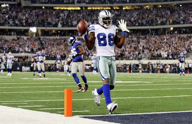 Dallas Cowboys' Dez Bryant scores a touchdown against the New York Giants during second half action Sunday Dec. 11, 2011 at Cowboys Stadium in Arlington, TX. The Giants won 37-34. PHOTO BY EDWARD A. ORNELAS/eaornelas@express-news.net) Photo: EDWARD A. ORNELAS, Express-News / © SAN ANTONIO EXPRESS-NEWS (NFS)