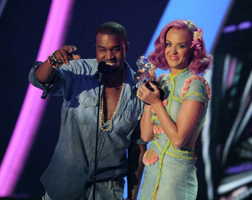 #4 E.T.- Katy Perry featuring Kanye West