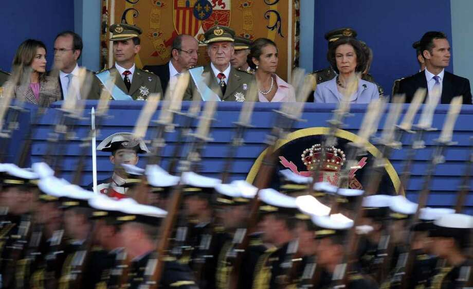 DANI POZO FILE : AFP/GETTY IMAGES MONEY INVESTIGATION: Princess Letizia, from left, her husband Crown Prince Felipe, King Juan Carlos, Princess Elena, Queen Sofia and the Duke of Palma Inaki Urdingarin attend a parade in Madrid. The duke reportedly is being probed in an embezzlement scheme. Photo: DANI POZO / AFP ImageForum