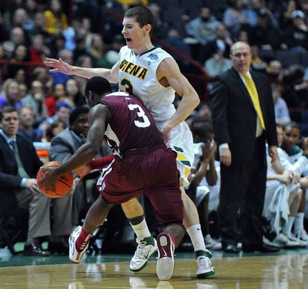 Fordham's Devon McMillan, left, is defended by Siena's Kyle Downey, right, during the first half of