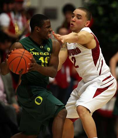 Stanford Cardinals vs. Oregon Ducks at Maples Pavilion in Palo Alto,  Calif., as Oregon guard Johnathan Lloyd drives past Stanford guard Aaron Bright during the second half of the game on Thursday, January 27, 2011. Photo: Liz Hafalia, The Chronicle