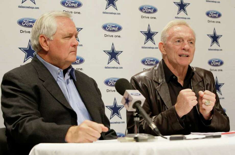Dallas Cowboys coach Wade Phillips, left, sits by team owner Jerry Jones as Jones announces that Phillips had been given a two year contract during a press conference at the teams training facility, Thursday, Jan. 21, 2010, in Irving, Texas. The contract makes Phillips the coach of the Cowboys till 2011. (AP Photo/Tony Gutierrez) Photo: Tony Gutierrez, STF / Beaumont