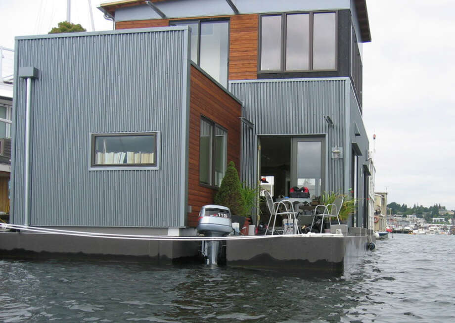 "Notice the outboard motor on this houseboat? That allegedly makes it a ""vessel,"" which, according to city code, must be ""designed and used for navigation."" But whether that motor can propel this mansion around the lake is another question. Some City Council members have 